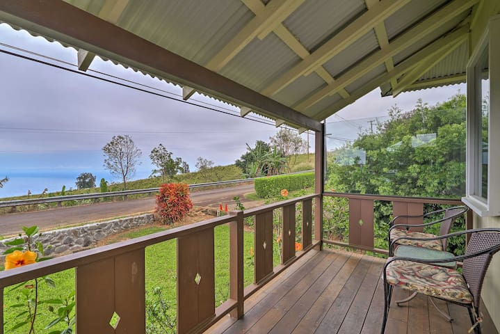 Cozy Kukuihaele Home w/Ocean View 3 Miles to Beach