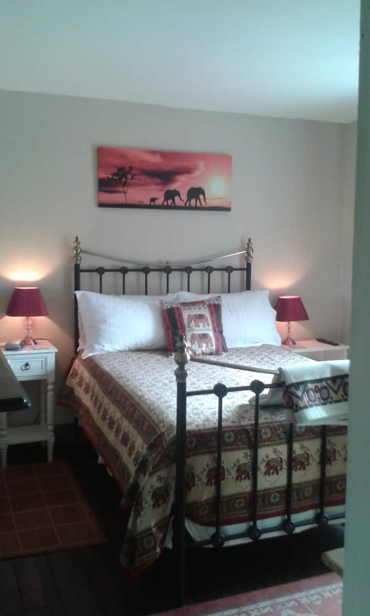 Meadow Farm Cottage Bed and Breakfast African room