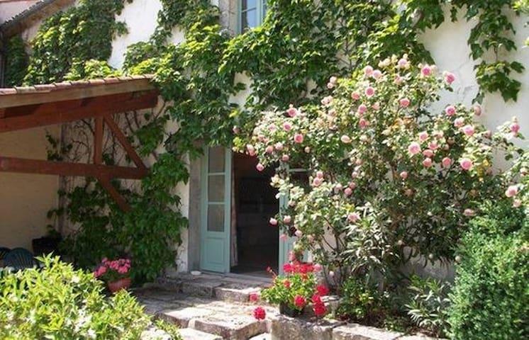La maison de Clairette - Croix-Chapeau - Huis