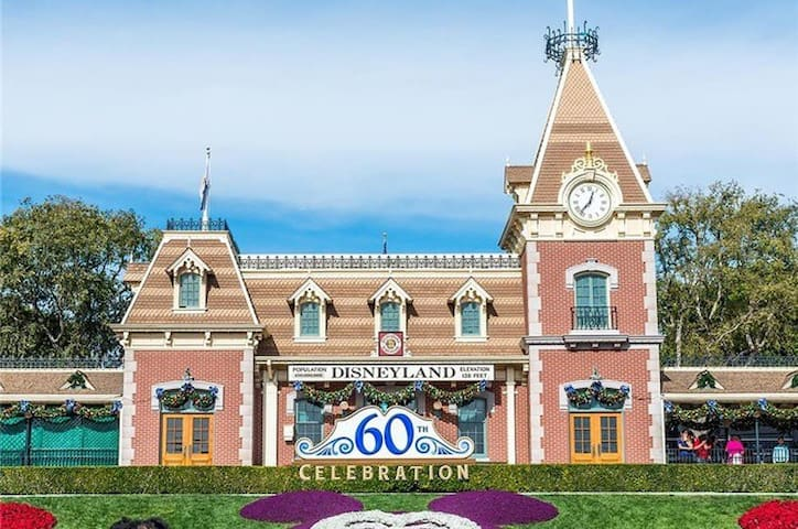 Disneyland Convention CEN Historic