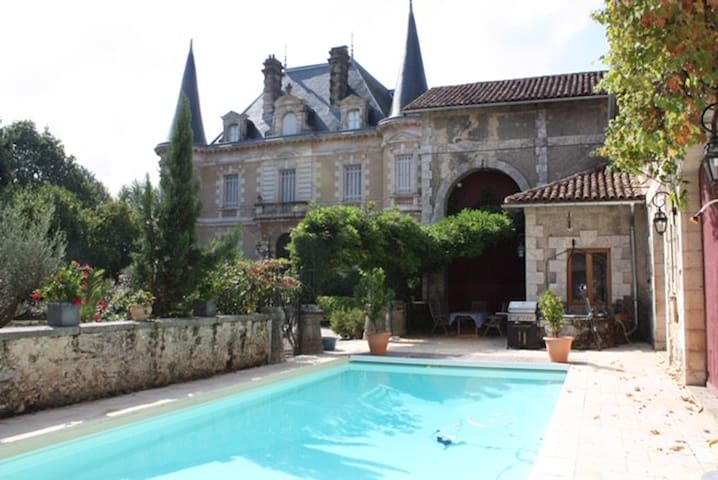 Bed and Breakfast au Château Habas (Pyrenees room)