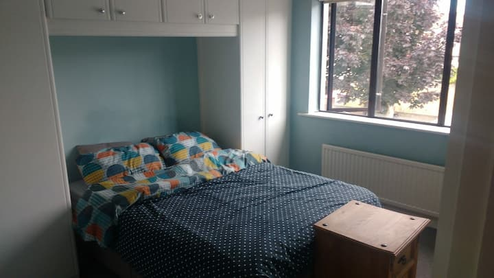 Cosy Double room next to Dublin mountains