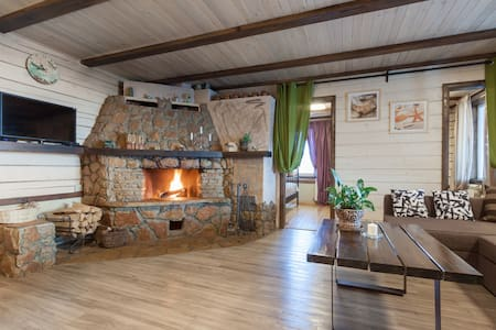 Lake & Forest chalet with fireplace
