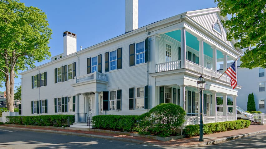 Stunning Luxury Captain's House - Edgartown Village & Beaches - 5 stars