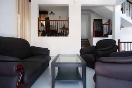 cassendravilla.com - Kandy