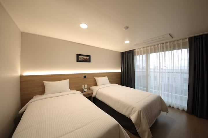 Twin Room (2 single beds)- Harbor Hotel Jeju
