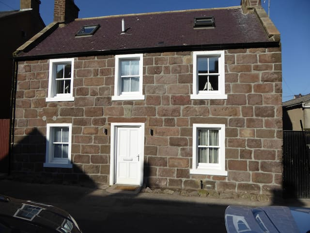 Lovingly Converted Creel Cottage, - Stonehaven - Hus