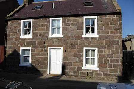 Lovingly Converted Creel Cottage, - Stonehaven