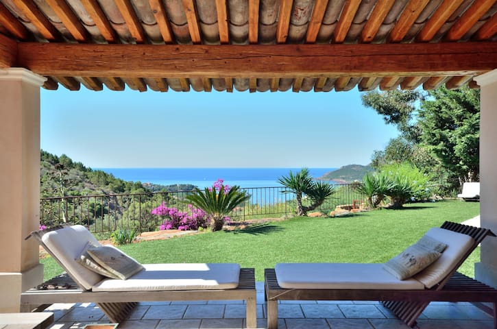 French Riviera pool and sea view - Saint-Raphaël - House