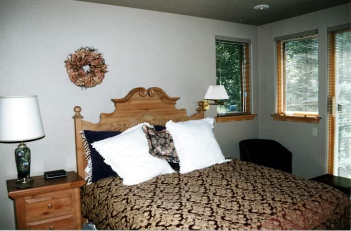 Alpine Creek B&B - Red Head Room