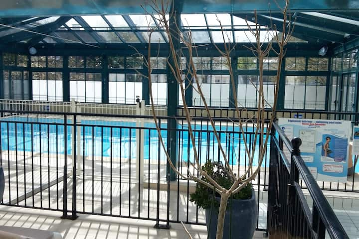 Studio centre, piscine chauffée, loggia  !