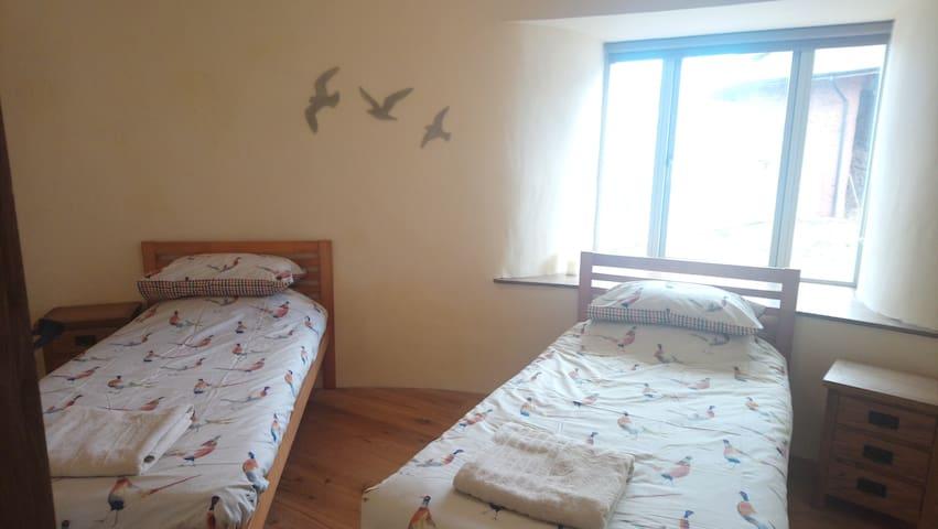 Bedroom 3 - twin - ground floor