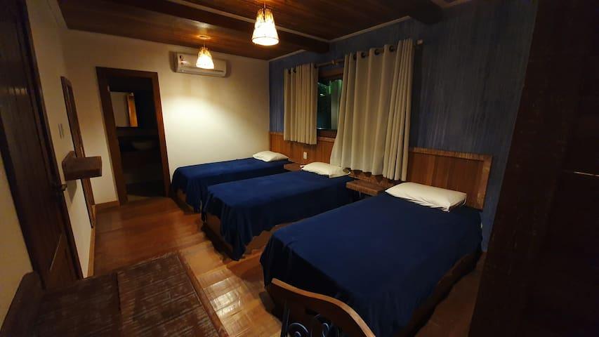 Suite  5 com 3 camas de solteiro
