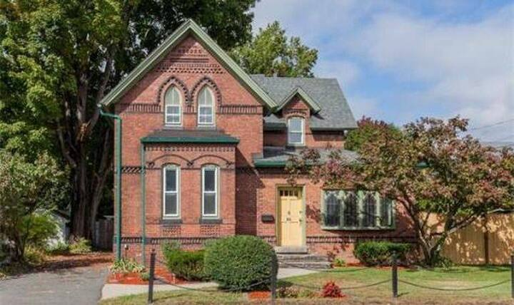 C19 Detached Home for Health Professionals