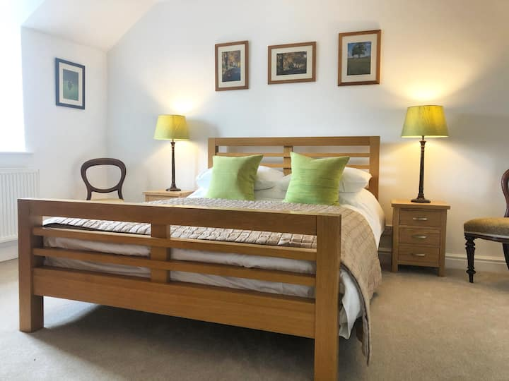 Two Bed Property in Quiet Peak District Village