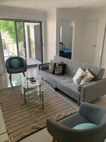 Lovely and confortable unit near Coorparoo Square