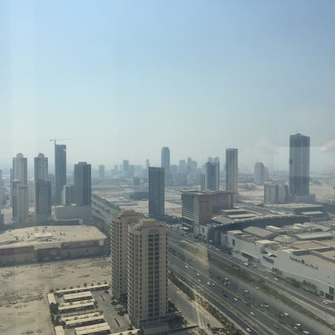 The View to wake up to - Manama - Huoneisto