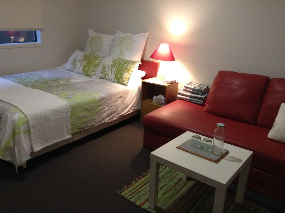 Room in calm and relaxed mood - especially good for a couple