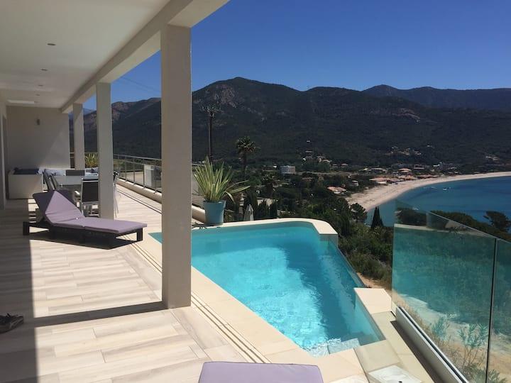Belle villa avec vue sur le golfe de Sagone