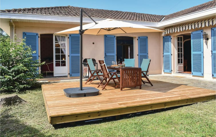 Holiday cottage with 3 bedrooms on 140m² in Salies de Béarn
