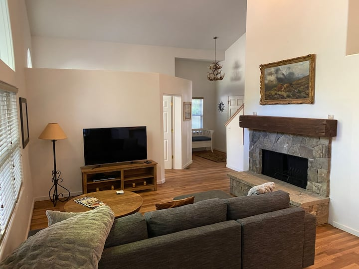 Spacious, private home .6 mi from downtown Ketchum