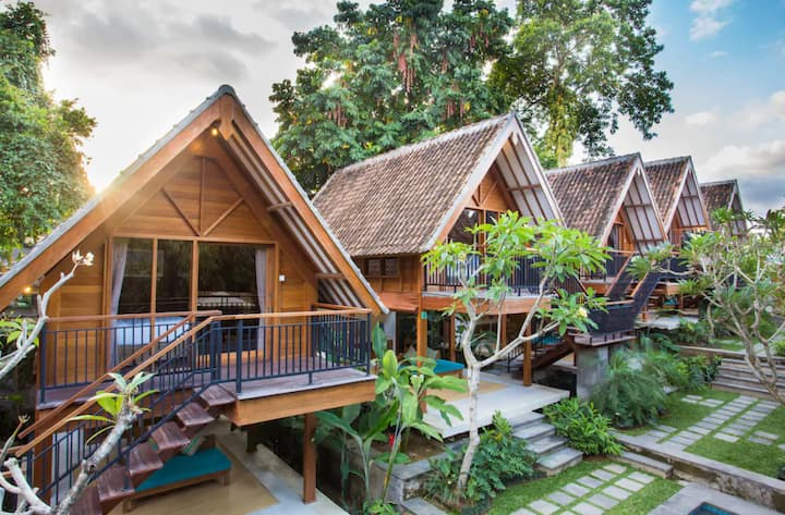 Private 1BR Wooden Joglo with Kitchen in Umalas