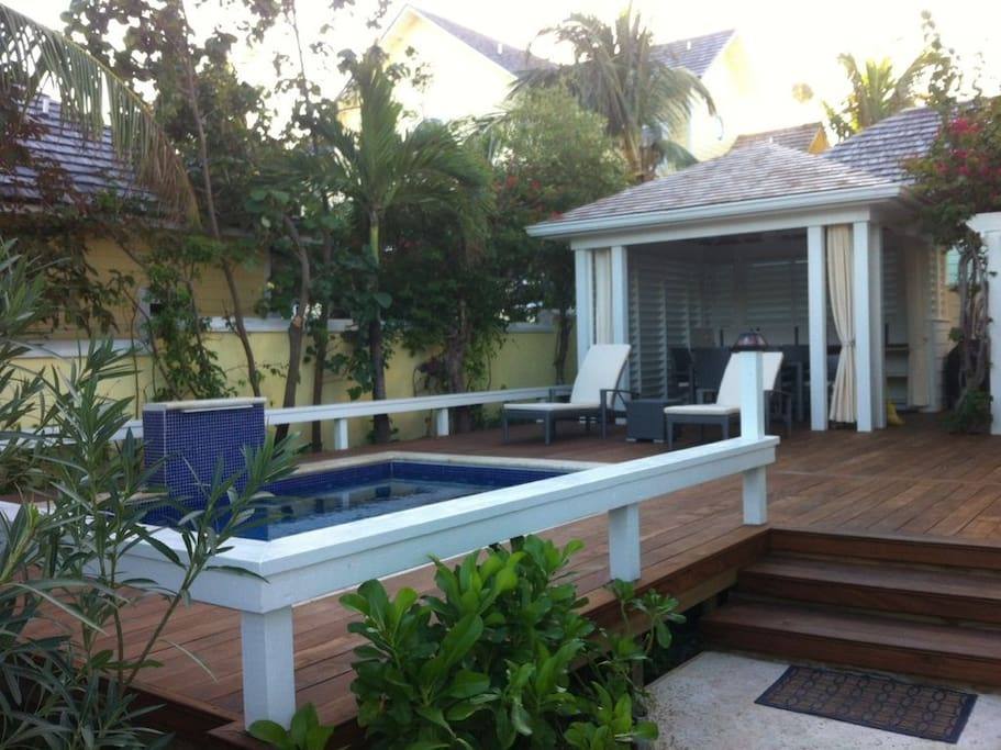 Private Pool and Gazebo