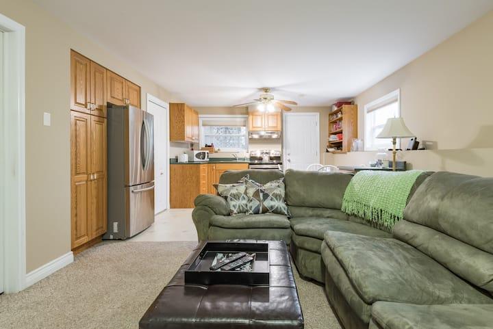 Comfortable Basement Suite in Quiet Neighbourhood