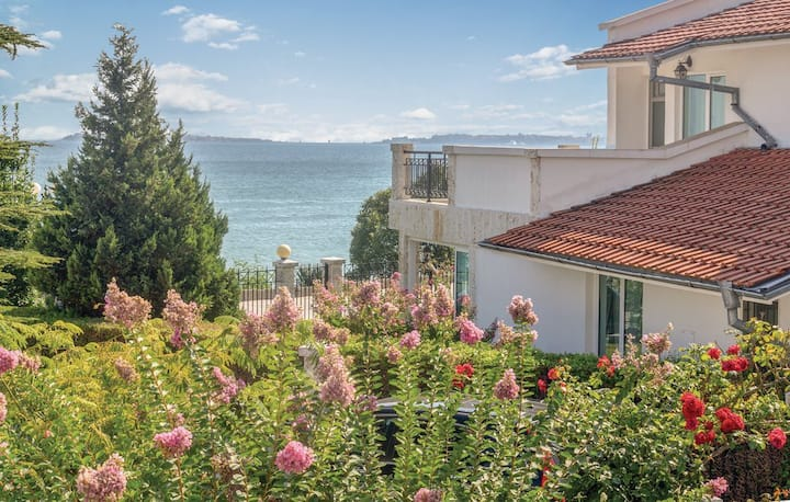 Beautiful Beachfront Villa in Sveti Vlas
