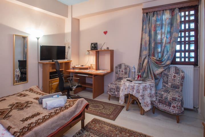 Cosy room in the heart of old town - Kalamata - Apartamento