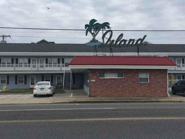 NEWLY UPDATED - 2 BED 1 BATH CONDO - GROUND FLOOR - Wildwood - Leilighet
