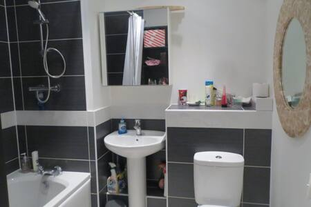 Cosy Double Room near Uxbridge Town - West Drayton - 公寓