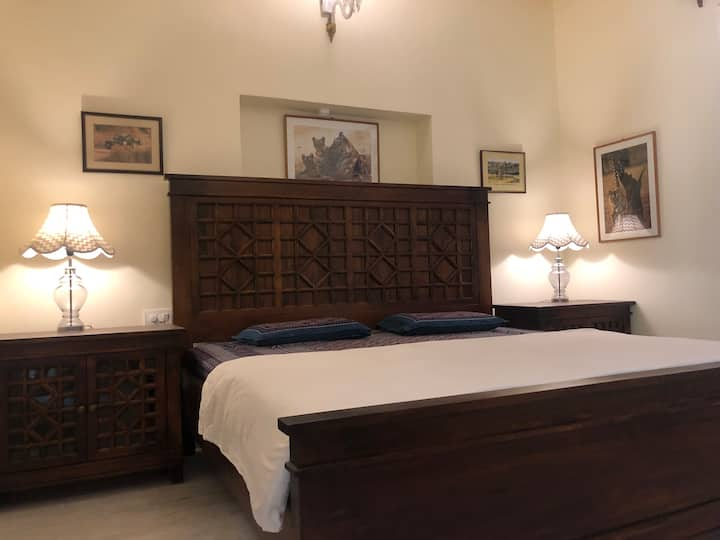 Spacious and Luxurious rooms in Villa on Hill Top