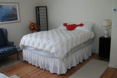 Private room/bath bed & breakfast - Northport - Bed & Breakfast