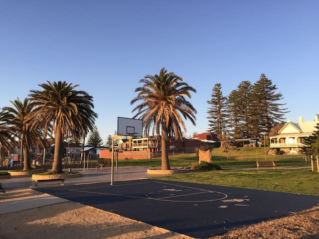 Basketball court at the end of the street with a fully fenced children playground opposite the beach. Pop up cafe open daily for breakfast til September 2019