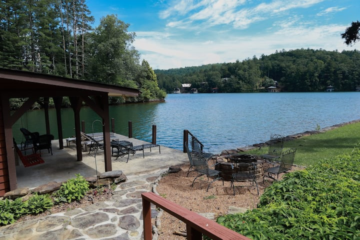 Lake Rabun Home ON THE LAKE (sleeps 12)