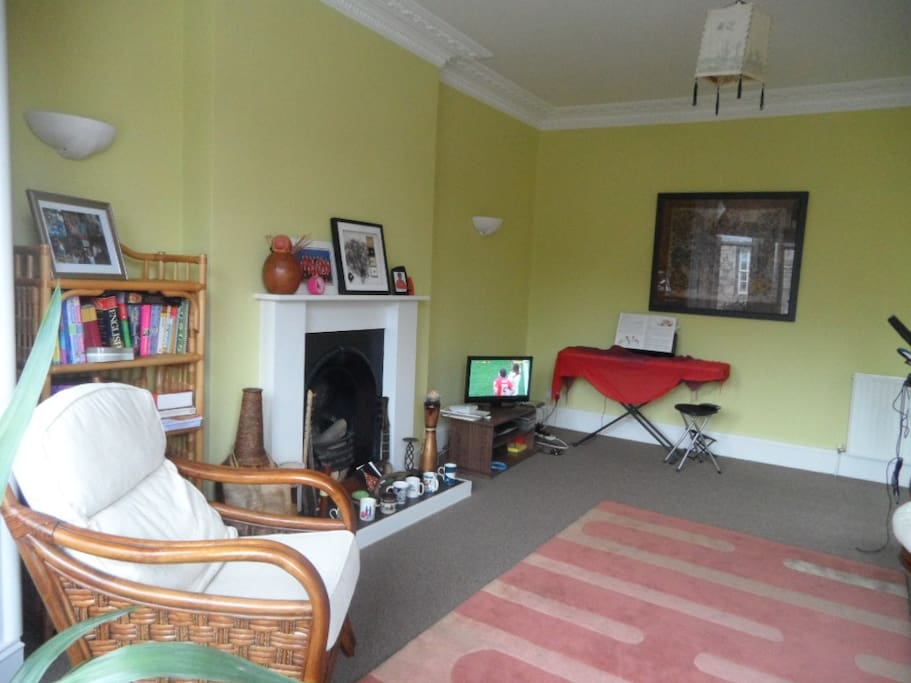 another view of sitting room with TV