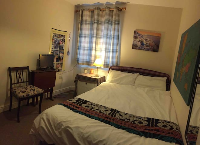 Comfortable room- good access Oxford city centre