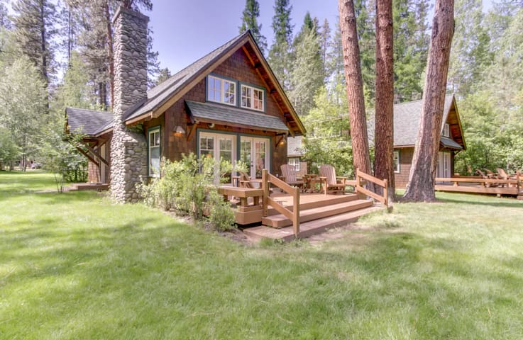 Private cabin (9) located in the beautiful Metolius River Resort only Steps Away from the Metolius River - fishing, BBQ and more