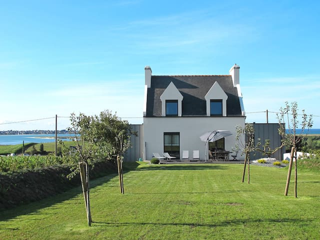 Holiday home in Goulven - Goulven - Ev