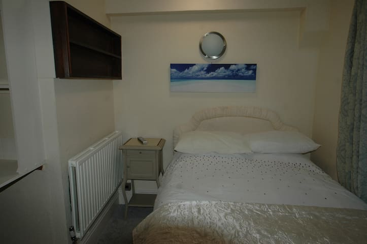 Large room for Single person in shared house
