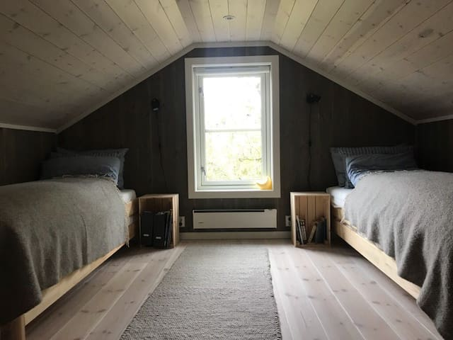 Bedroom 4 (2x2 beds stacked on top of each other)