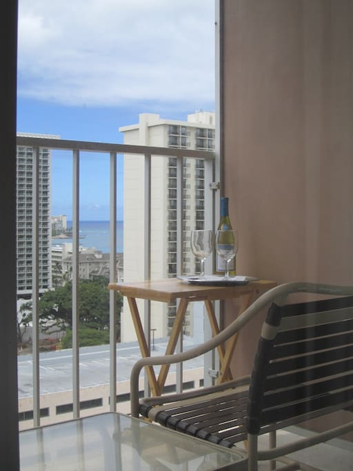 Enjoy the balmy trade winds from your lanai on the 19th floor. Direct sunlight on the lanai at mid morning.