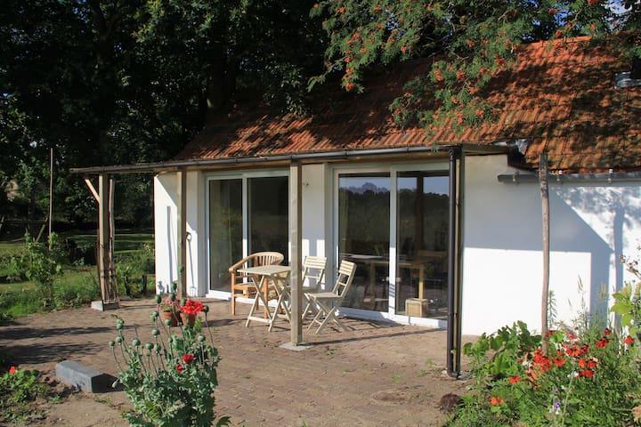 Landelijk gelegen tuinhuisje, 2 p. - Heumen - Outros