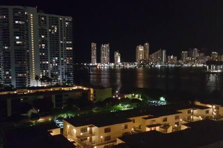 Ocean view, private room/bath - Lägenhet
