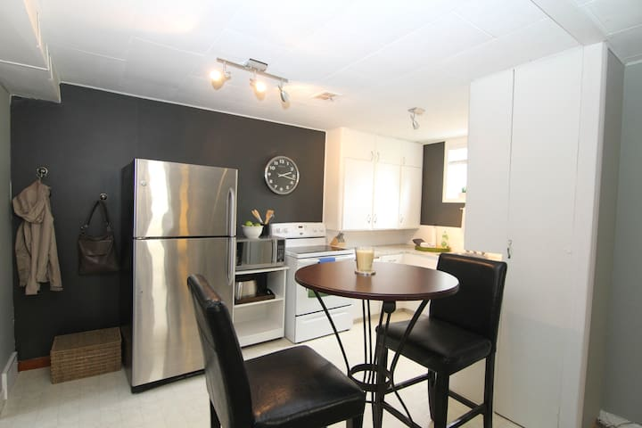 1bd BSMT Suite off Broadway - Saskatoon - Apartment