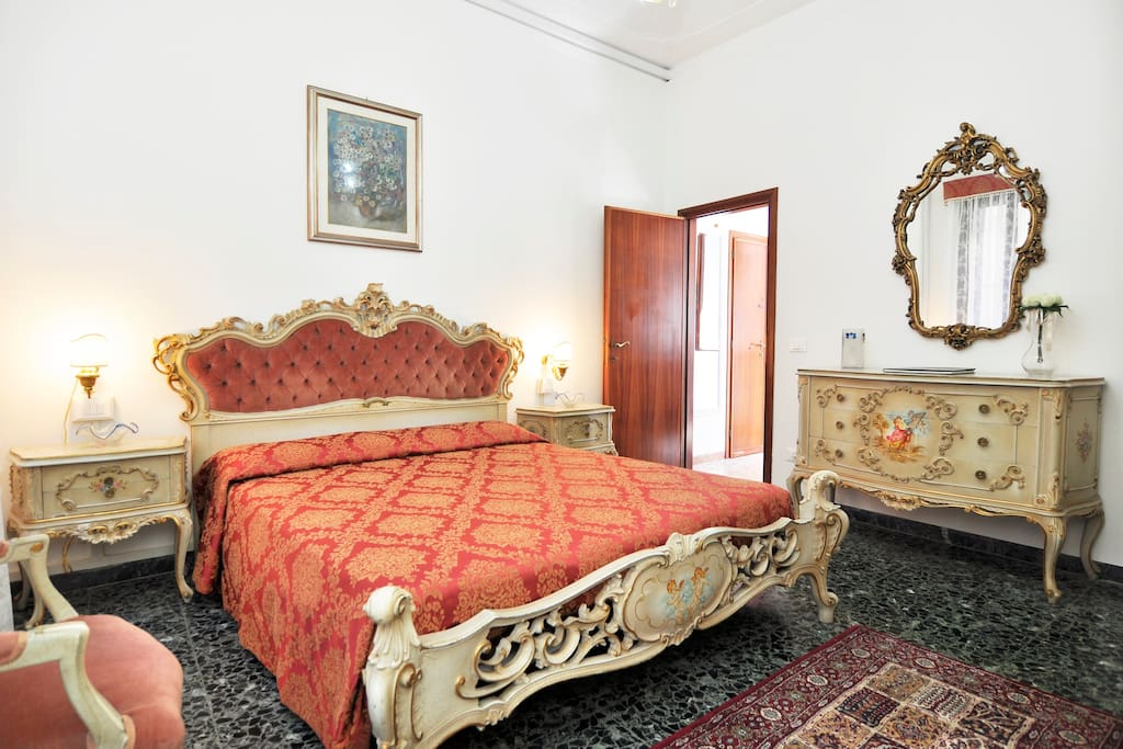 "BEDROOM DOUBLE LARGE BED ""Venetian-Style"""