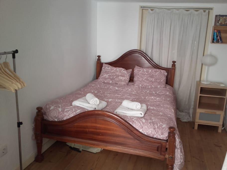 Votre chambre / Your bedroom