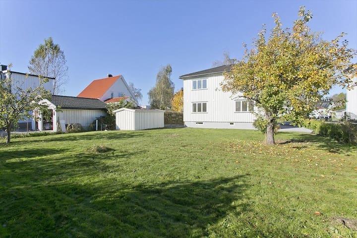 Fin delt leilighet, meget sentralt i Porsgrunn.