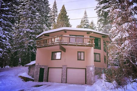 """Mystery House"" 5000sq ft. Homewood. Ski-in - Homewood"